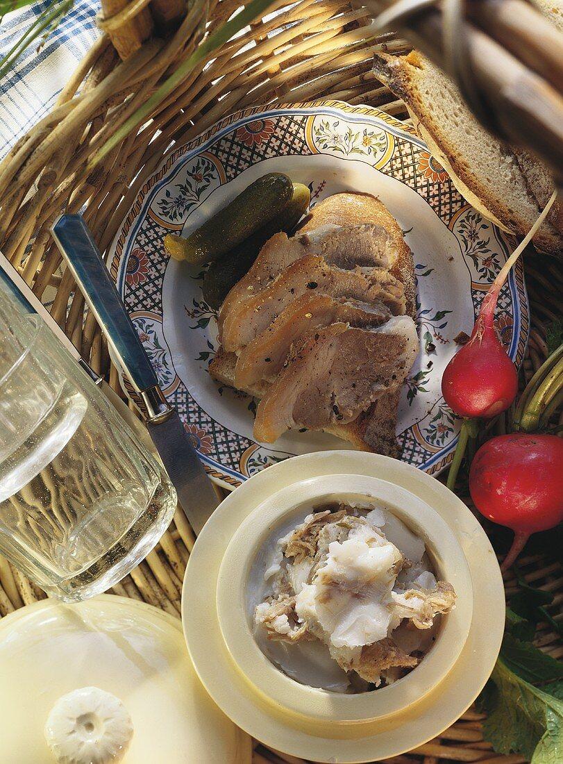 Pork on bread; lard with pork