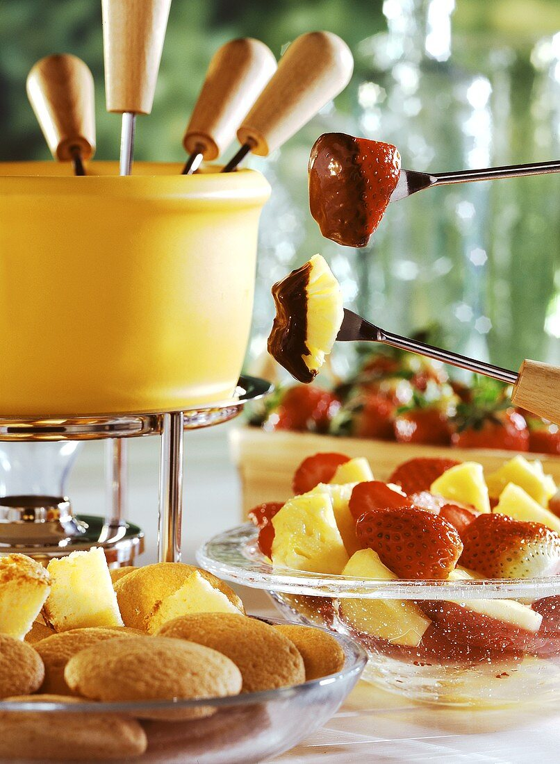Chocolate mint fondue with strawberries, pineapple & biscuits