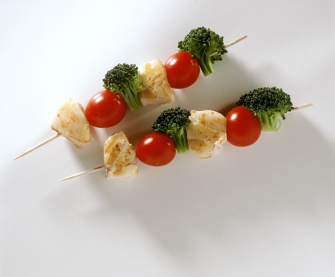 Two fish kebabs with cherry tomatoes & broccoli florets