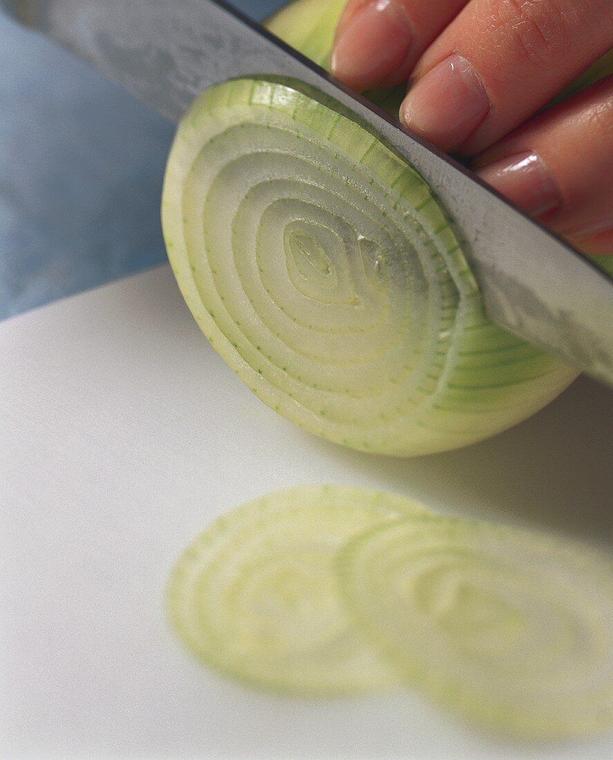 Cutting onion rings