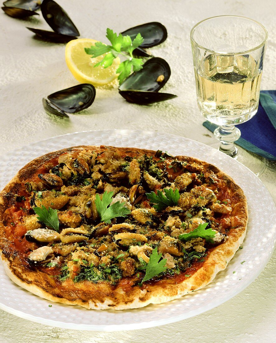 Pizza con le cozze (pizza with mussels, Italy)