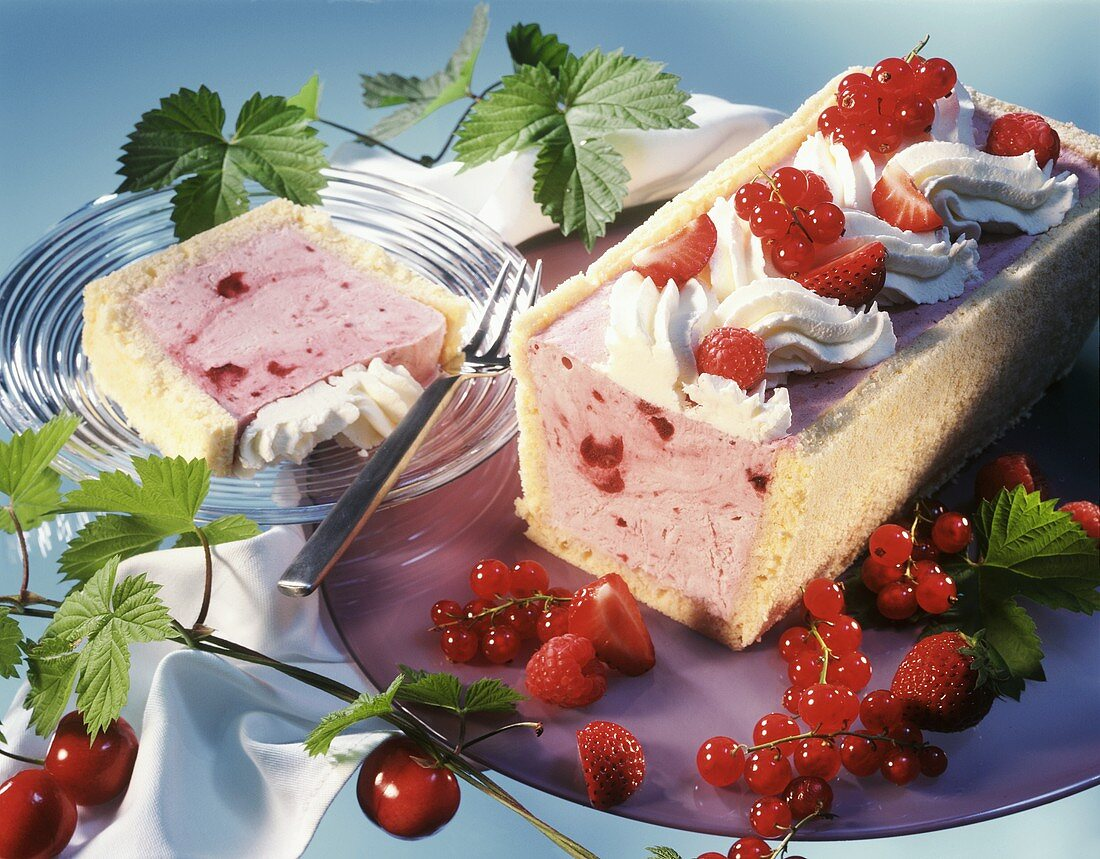 Frozen red berry compote slices with cream & fresh berries