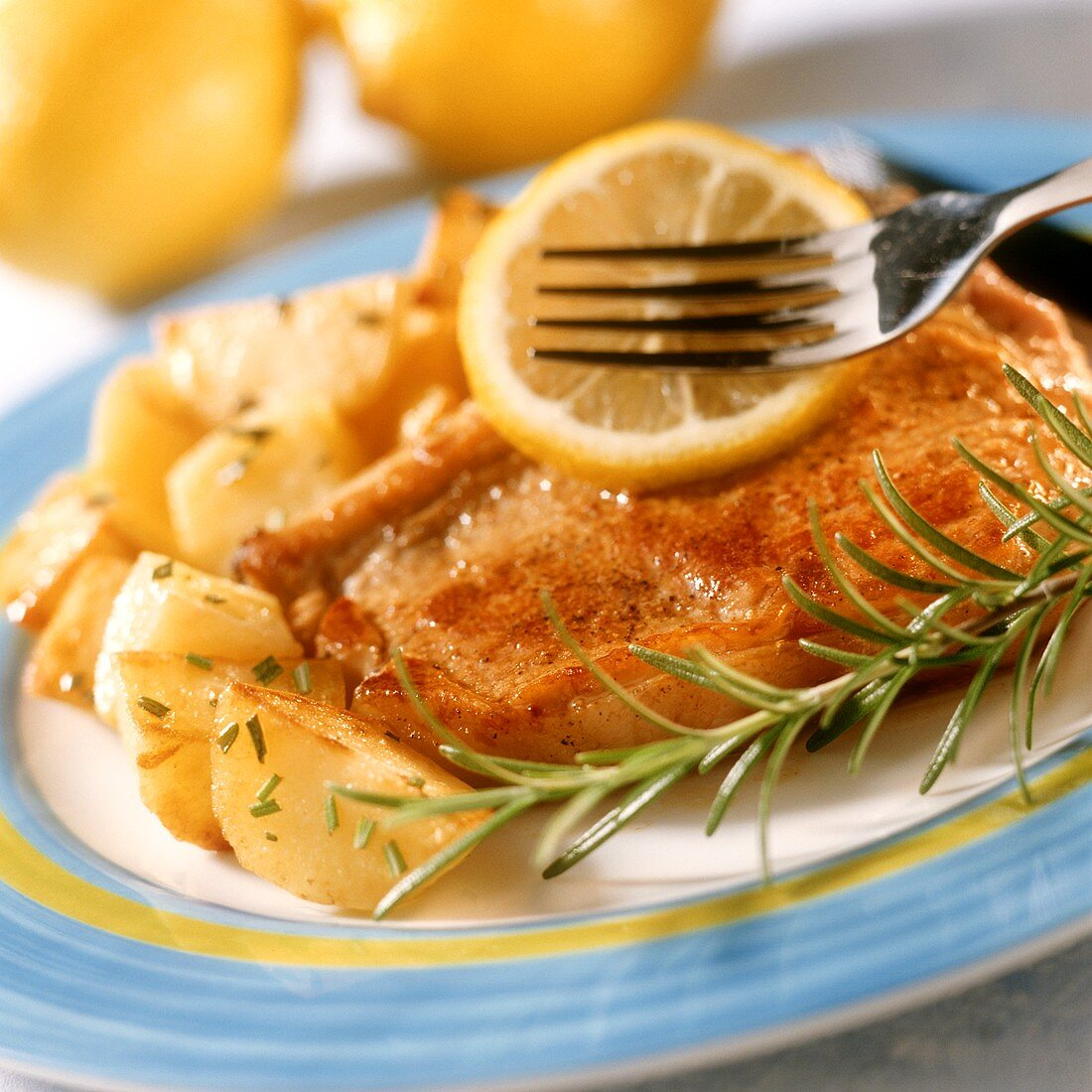 Veal cutlets with herbed potatoes and lemon slice