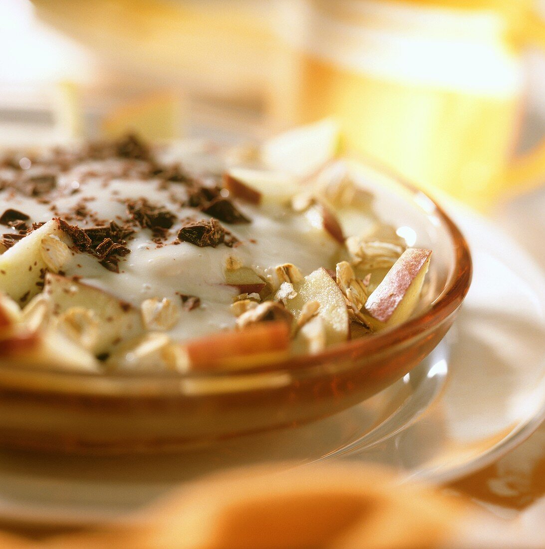 Chocolate muesli with banana whip and apples
