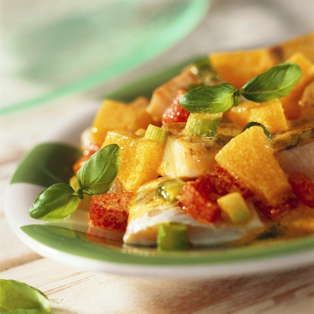 Mildes Kokos-Fischcurry mit Ananas und Basilikum