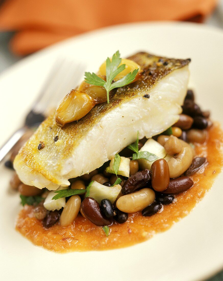 Pike-perch on beans in tomato sauce