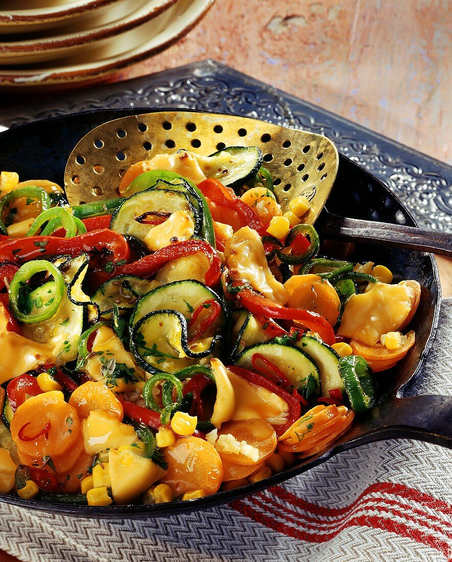 Mexican pan-cooked vegetables with sweetcorn and cheese