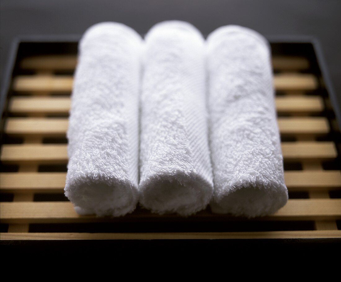 weiße Frotteetücher (oshi bori) zum Abwischen der Messer