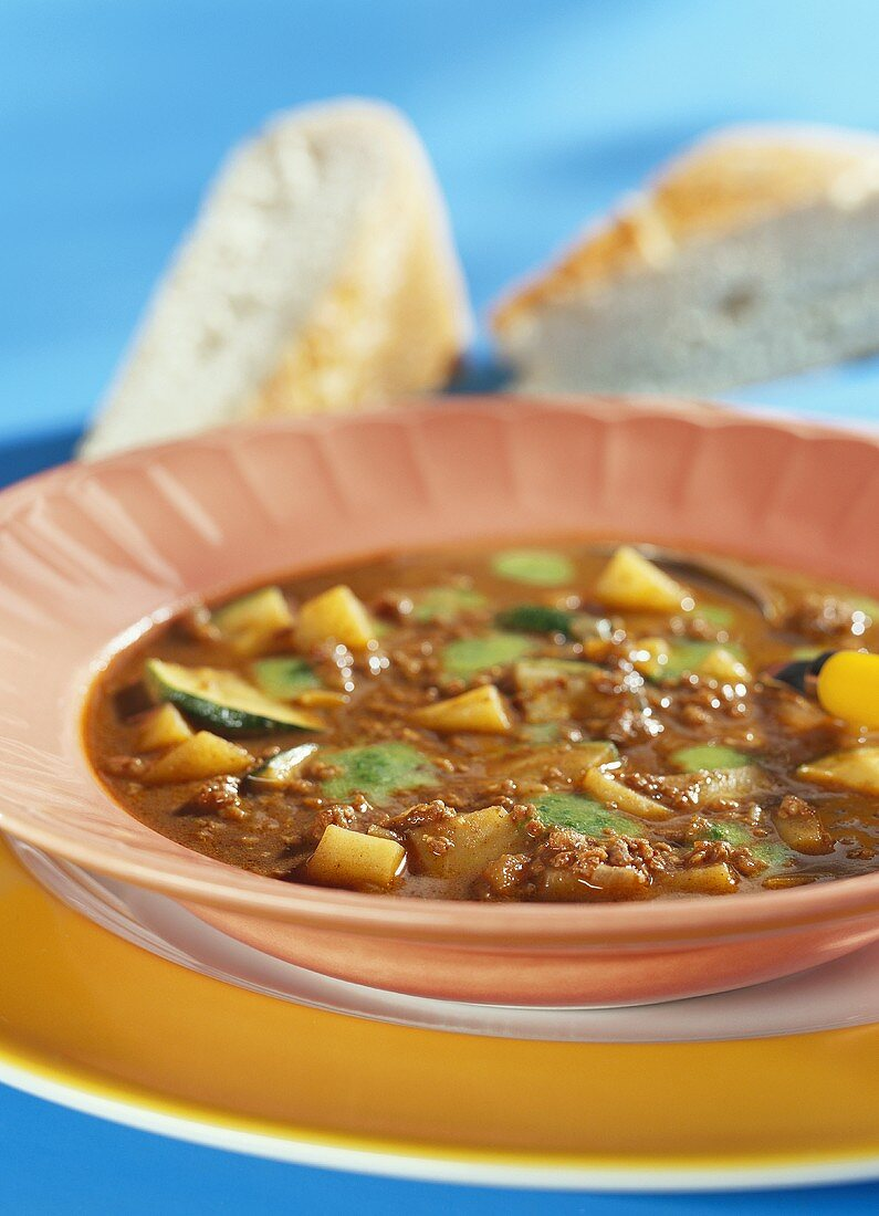 Arab stew with mince, courgettes and potatoes