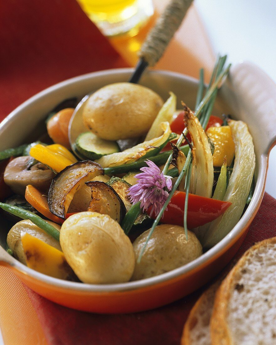 Patate alla toscana (pan-cooked potatoes and vegetables, Italy)