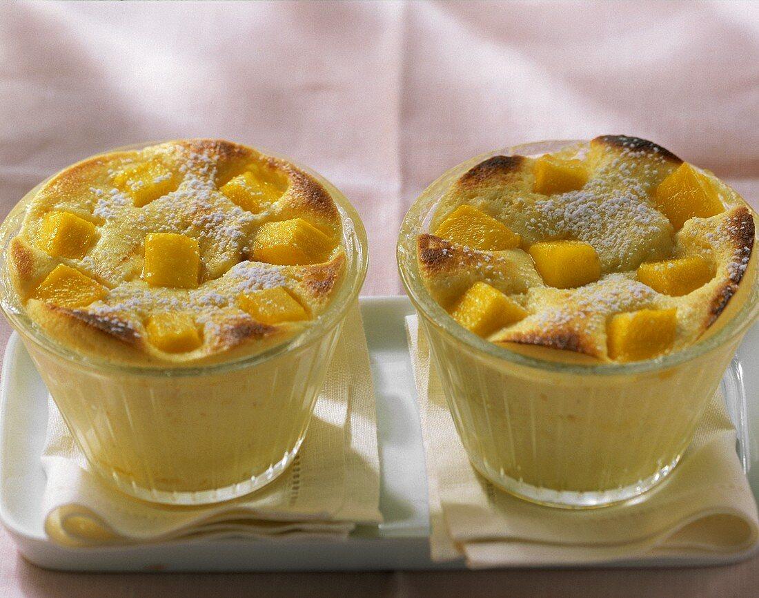 Mango quark pudding with vanilla and icing sugar