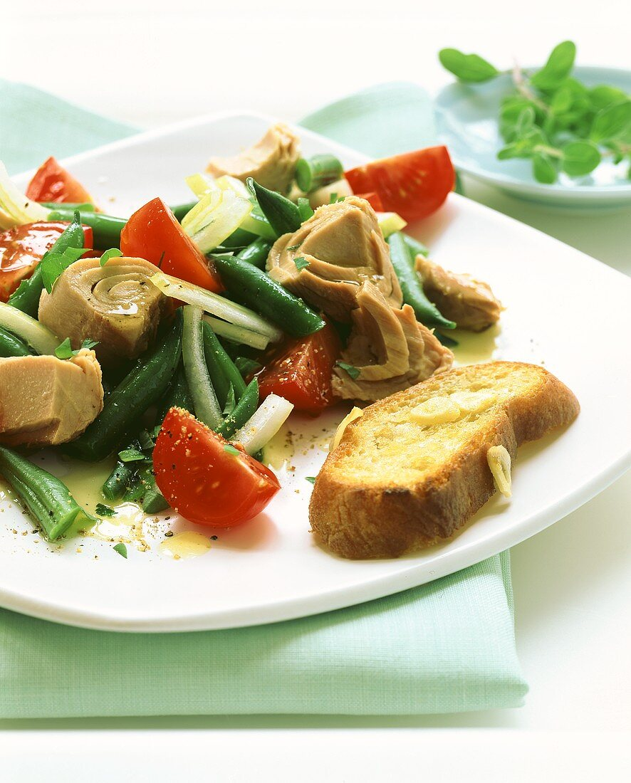 Insalata di tonno e fagioli (Tuna salad with green beans)