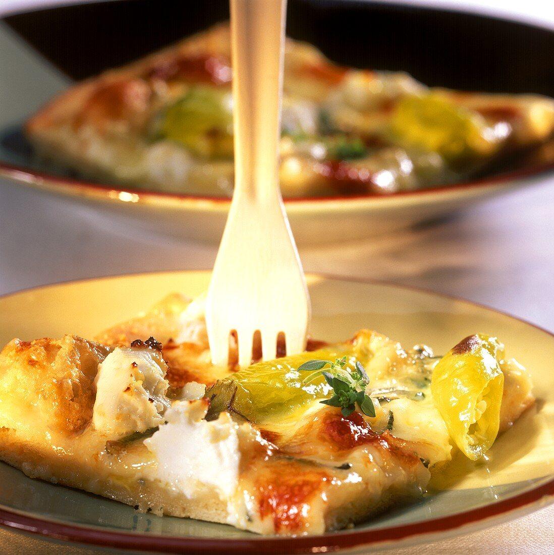 Pizza ai quattro formaggi (pizza with different cheeses)