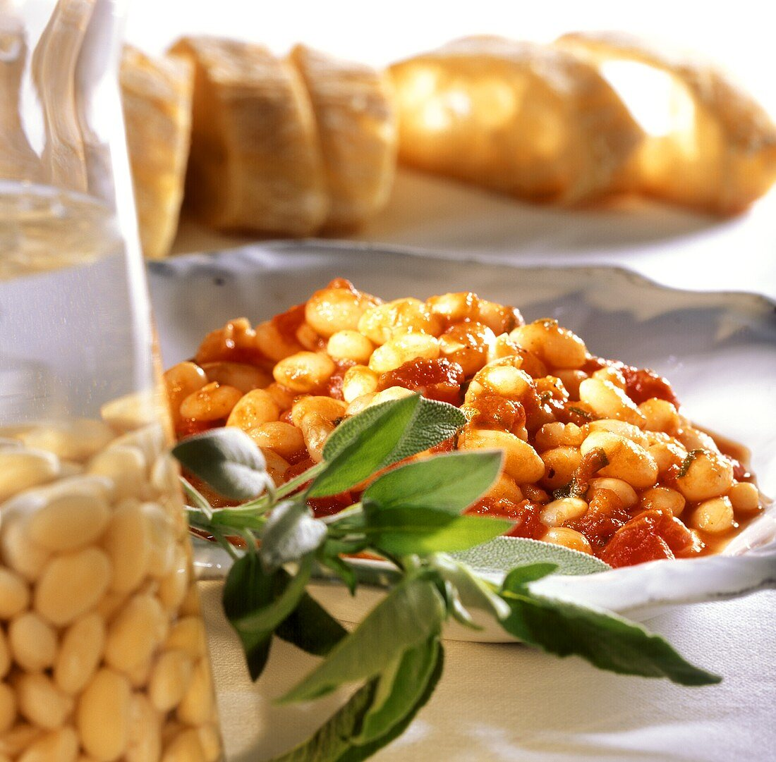 Fagioli all'uccelletto (white beans with tomatoes and sage)