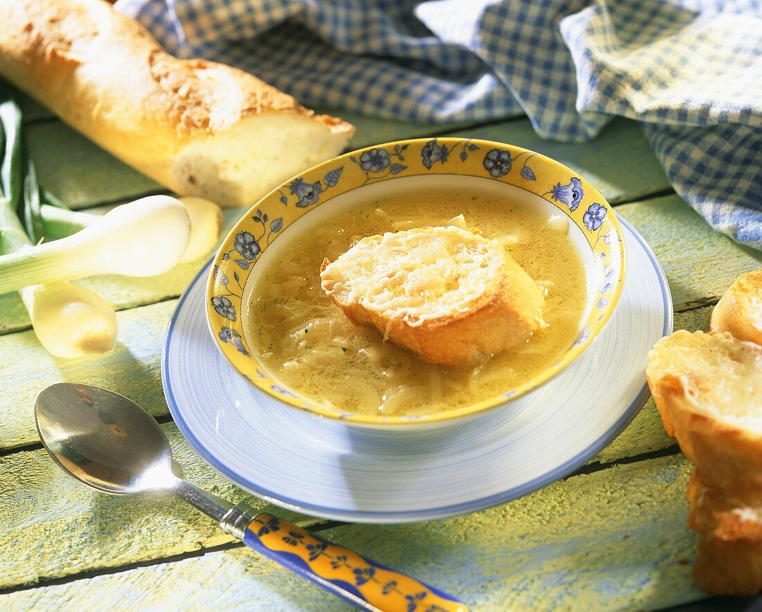 Onion soup with slices of baguette with toasted cheese