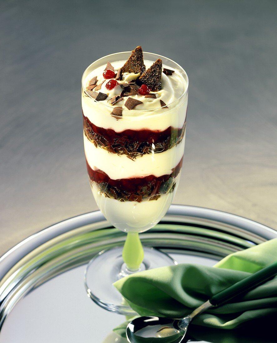 Quark cream with cranberries and pumpernickel