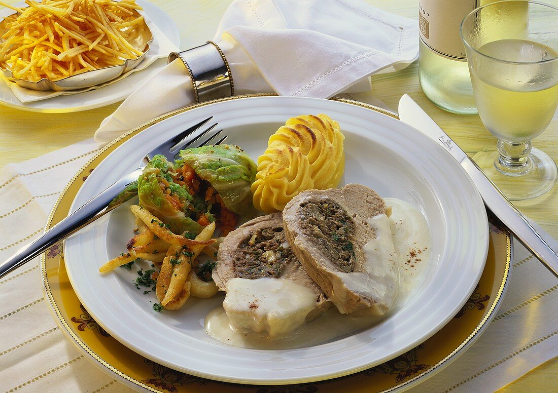 Allgäuer boiled veal (Tafelspitz) with liver forcemeat & savoy