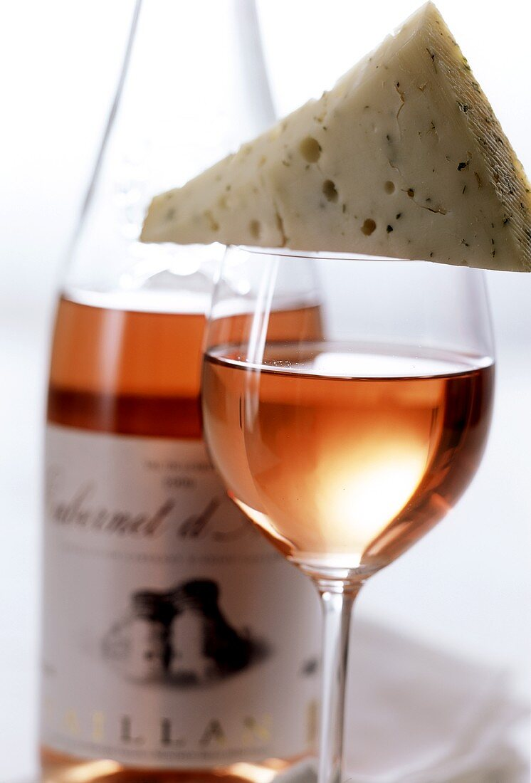 Blue cheese and rosé wine