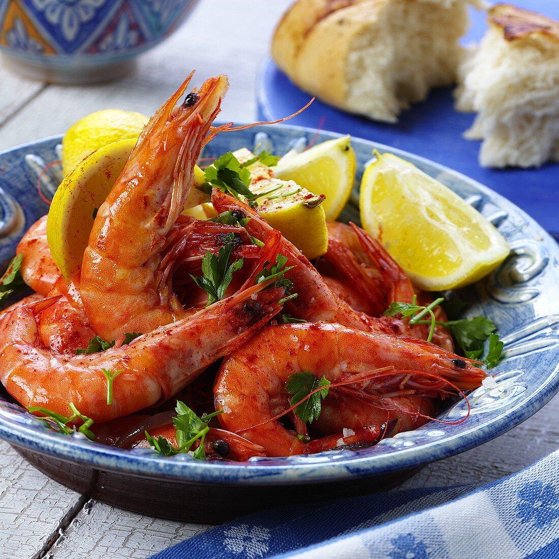 Jumbo prawns with lemons and white bread