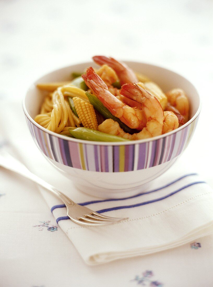 Egg noodles with prawns, beans and baby corncobs