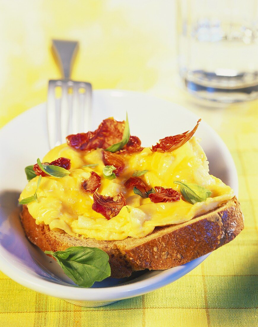 Farmhouse bread with scrambled egg and tomatoes