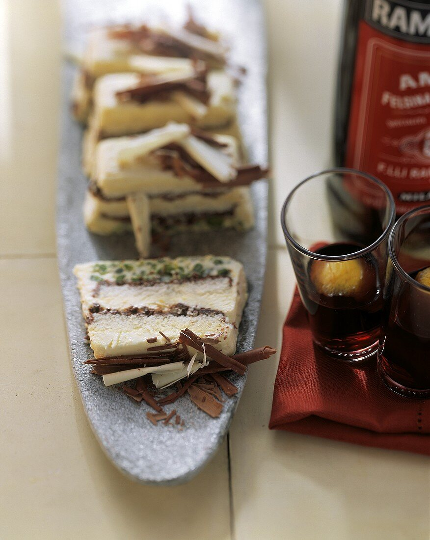 Semifreddo al caffè (Semi-frozen coffee cake with chocolate)