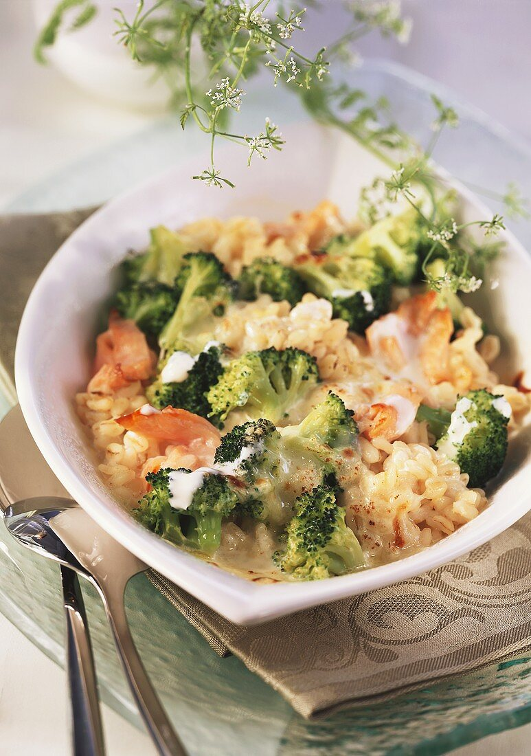 Ebly and broccoli gratin with smoked salmon