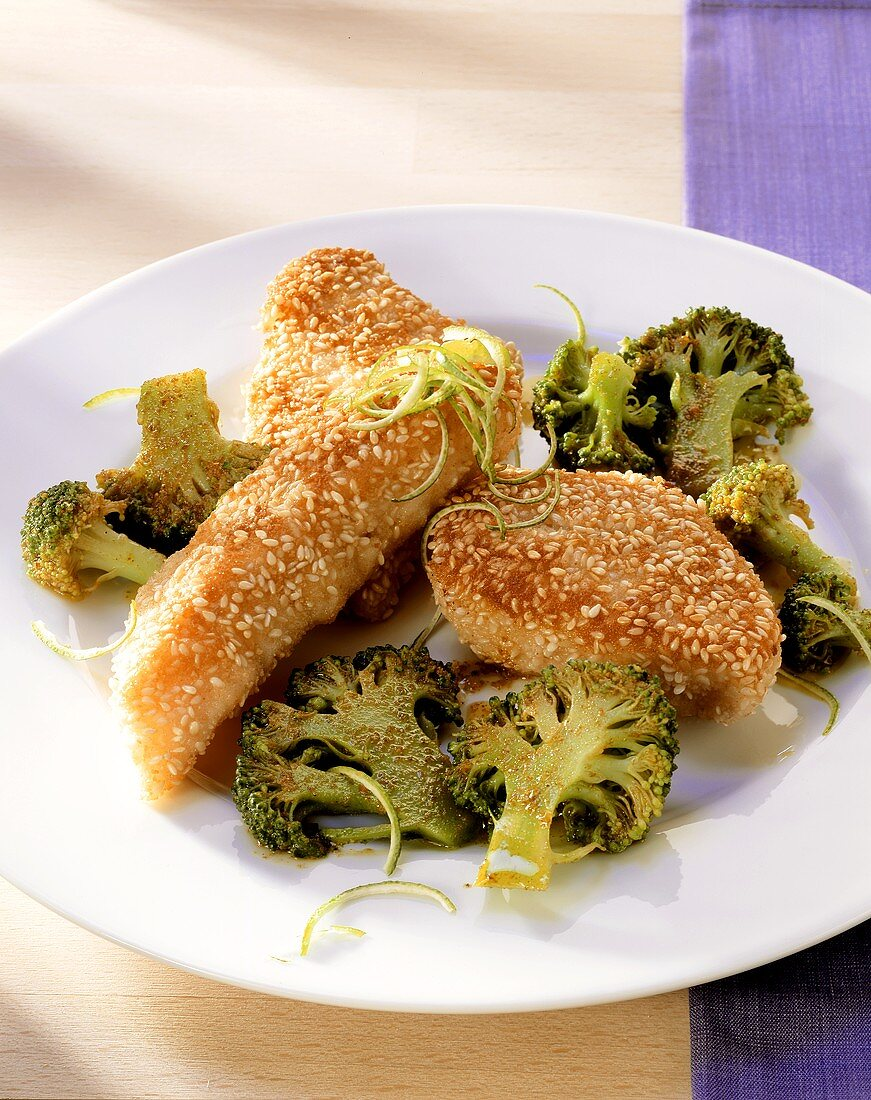 Red perch fillet with sesame crust and broccoli