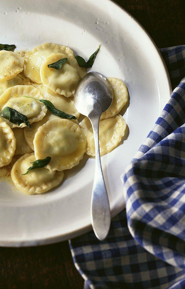 Tortelli con la ricotta (Pasta parcels with ricotta filling)