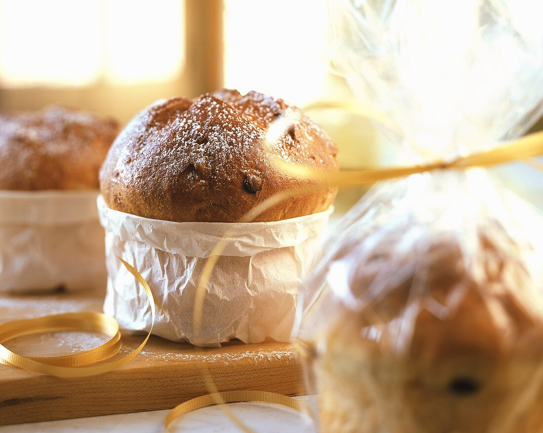 Mini-panettone (Small yeasted cakes to give as gifts, Italy)