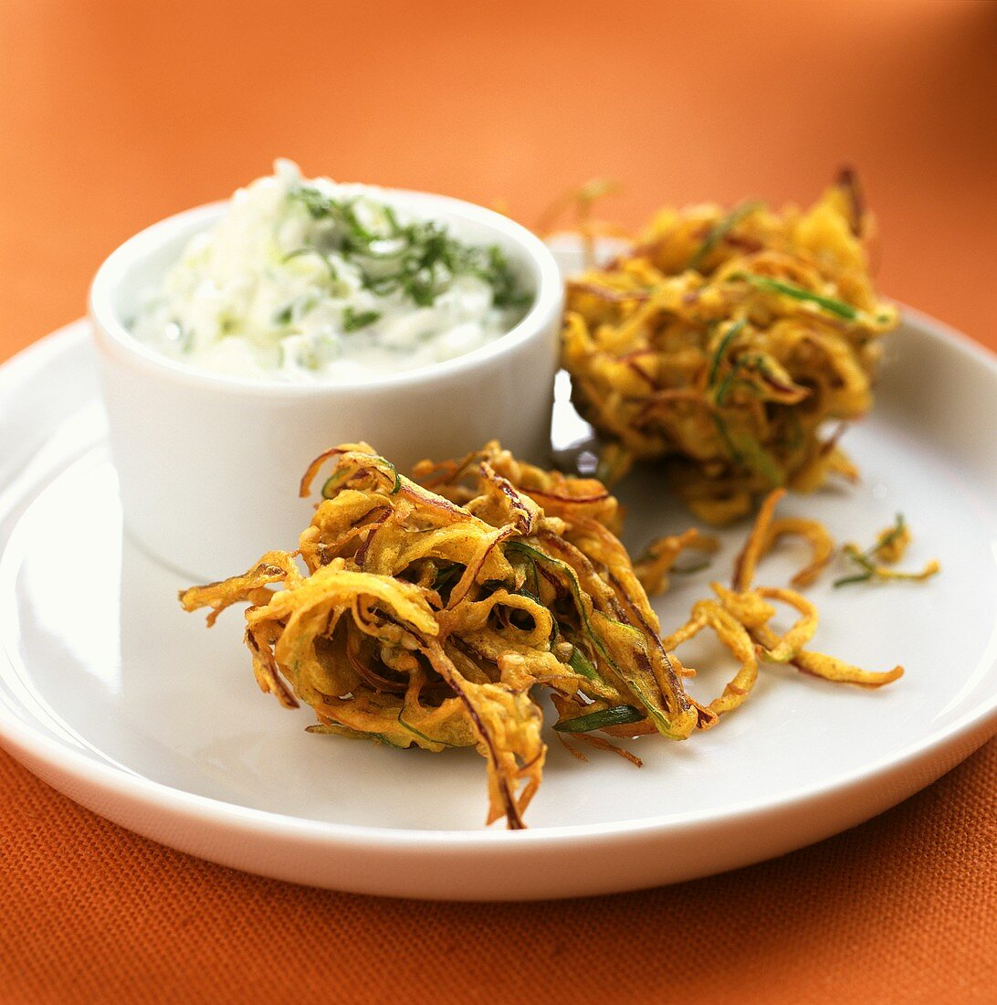 Deep-fried onions slices with cream cheese dip (onion bhajees)