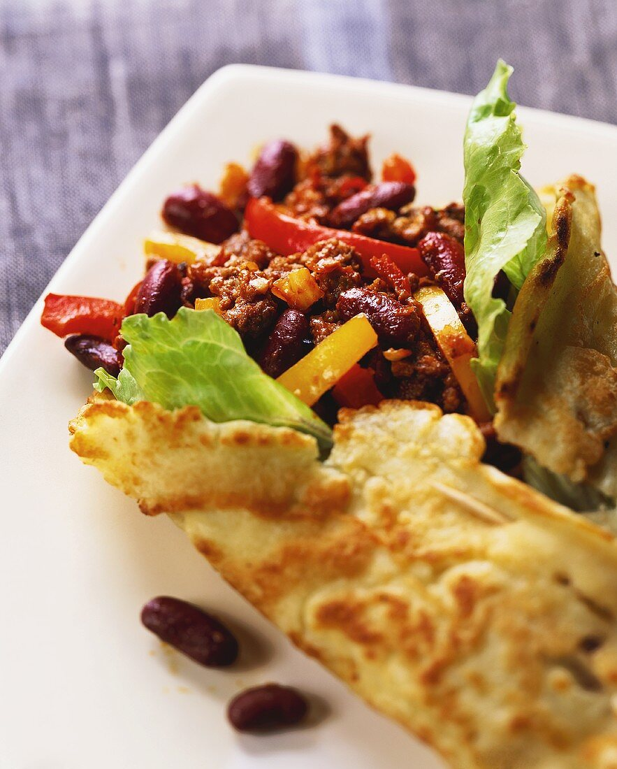 Wraps with spicy mince and bean filling