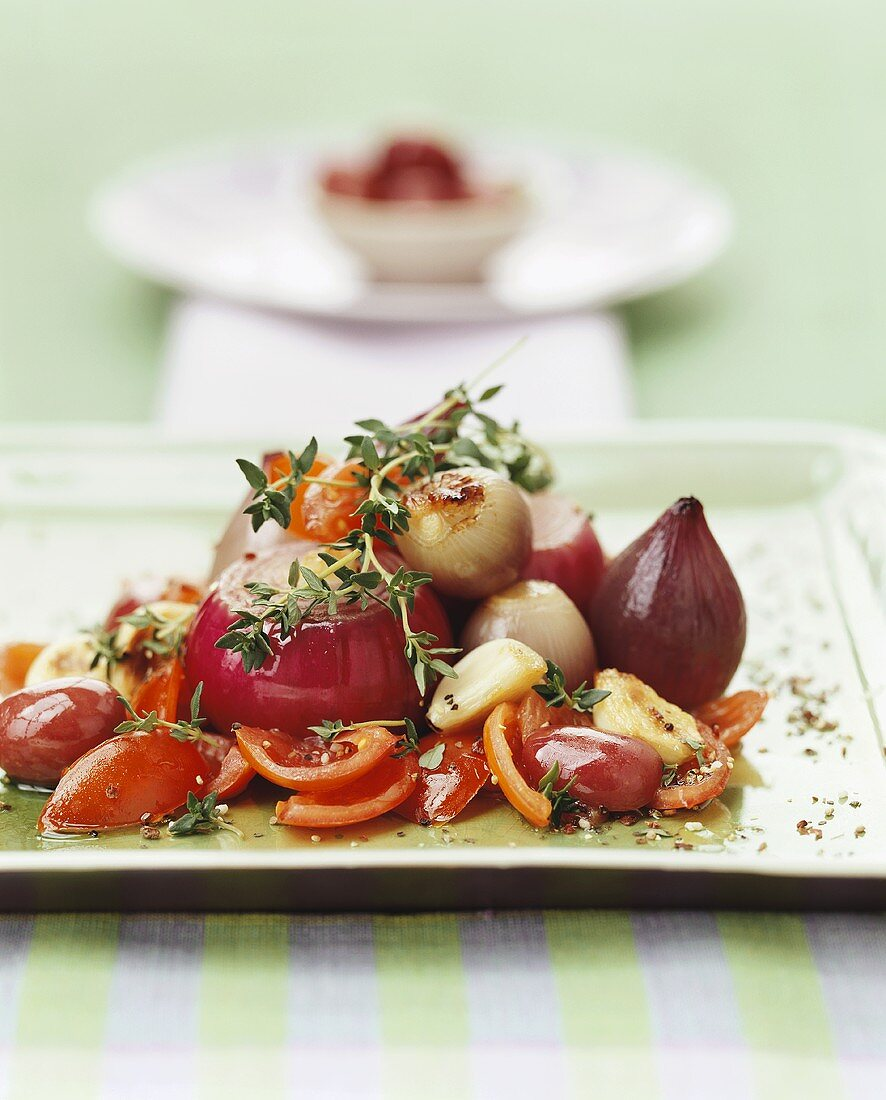 Stewed red onions with tomatoes and thyme