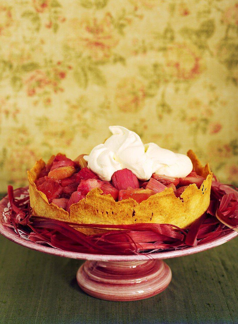 Rhubarb tart with cream