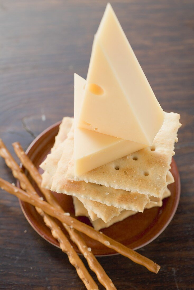 Pieces of cheese and nibbles
