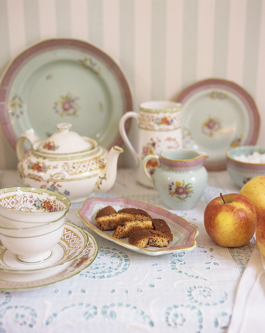 China tableware, biscotti and apples