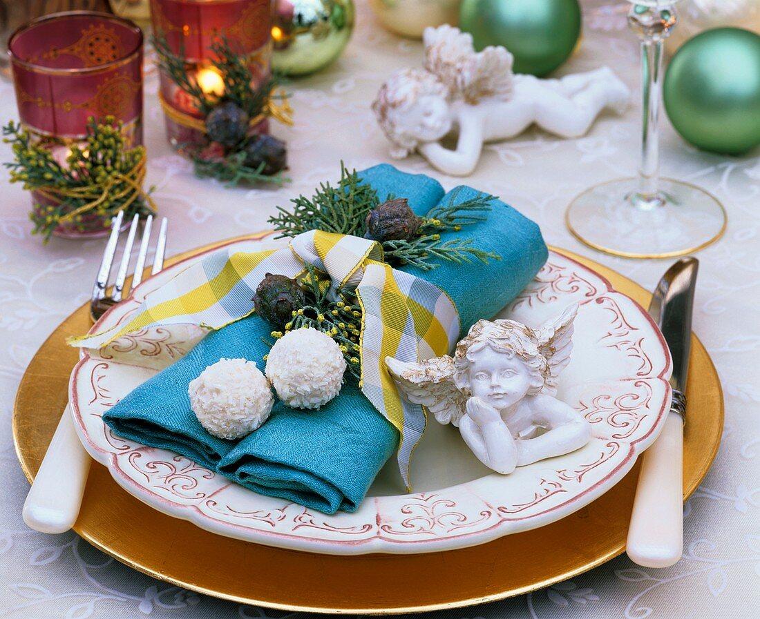 Napkin decoration: Arizona cypress, china angel & chocolates