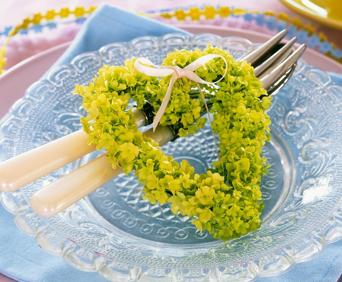 Plate decoration: green Viburnum heart