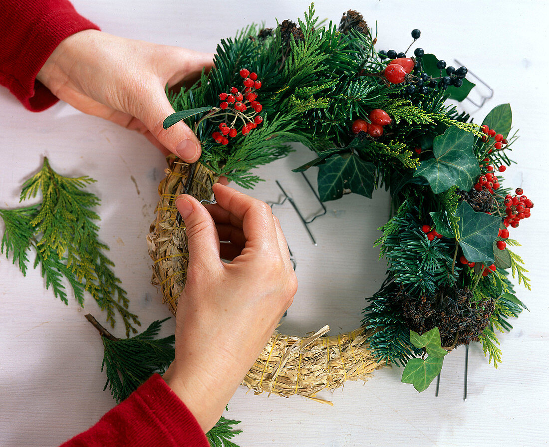 Making a wreath: Nordmann fir and Noble fir