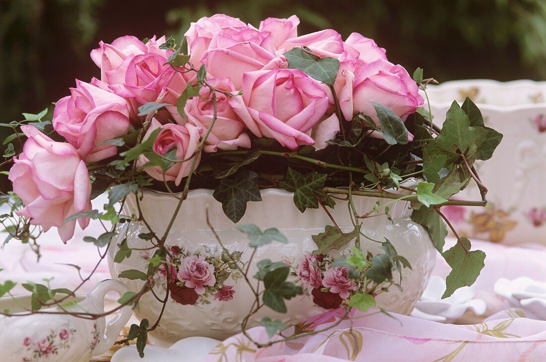 Romantic jardinière with roses and trailing ivy