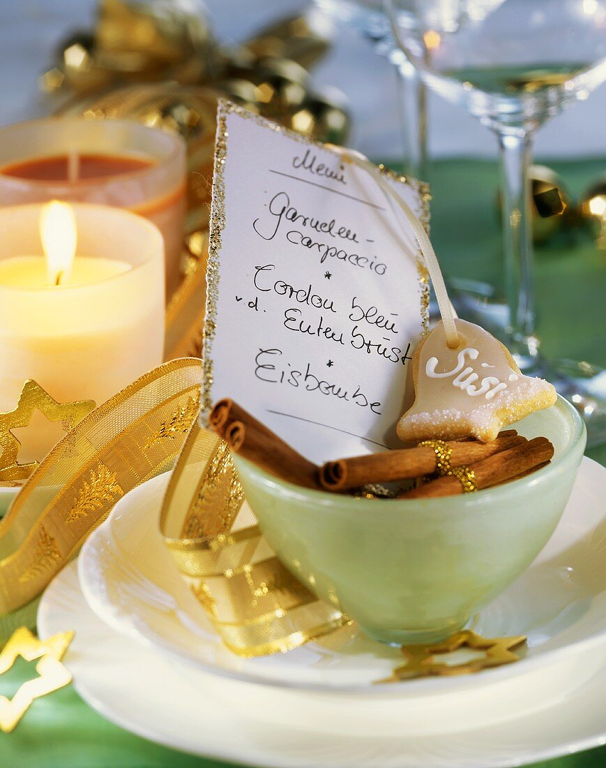 Christmassy place-setting with a menu