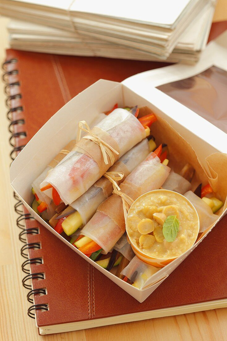 Spring rolls with vegetable filling to take away