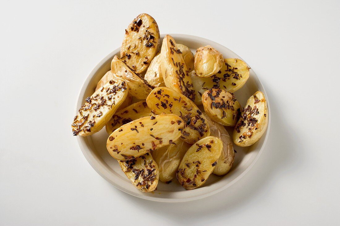 Oven-baked potatoes with caraway seeds