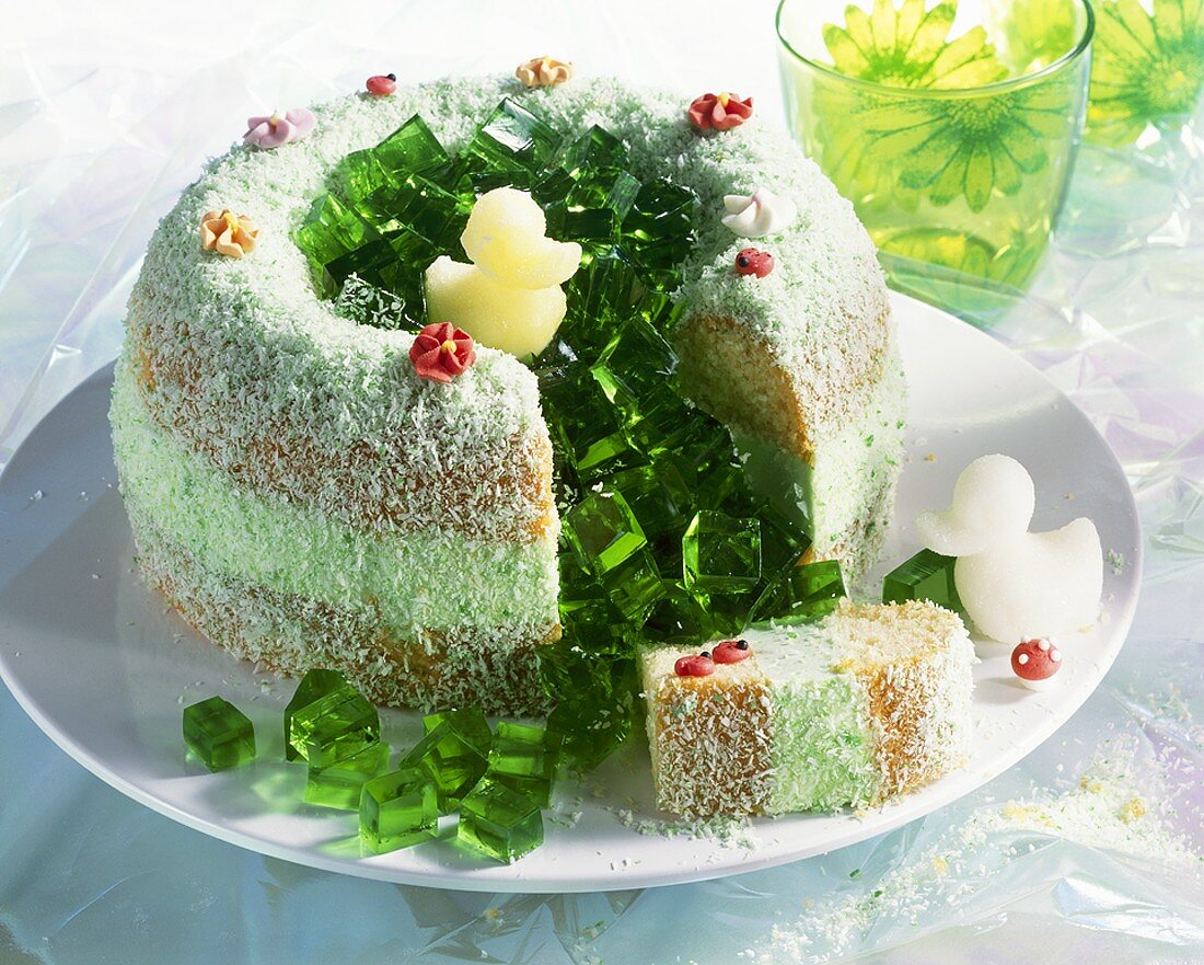 Duck pond cake (Ring cake with green jelly)
