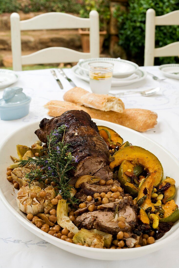 Rolled lamb roast with fennel, chick-peas and pumpkin