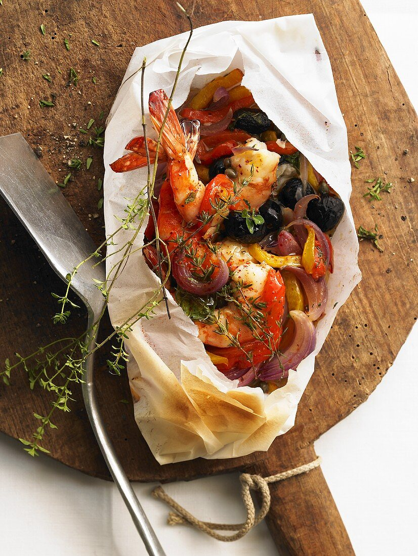 Gamberi al cartoccio (Prawns and peppers cooked in baking paper)