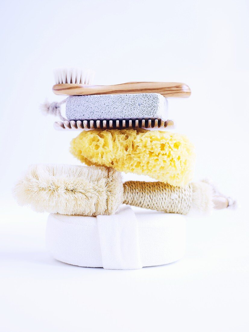 Brushes, sponges and comb