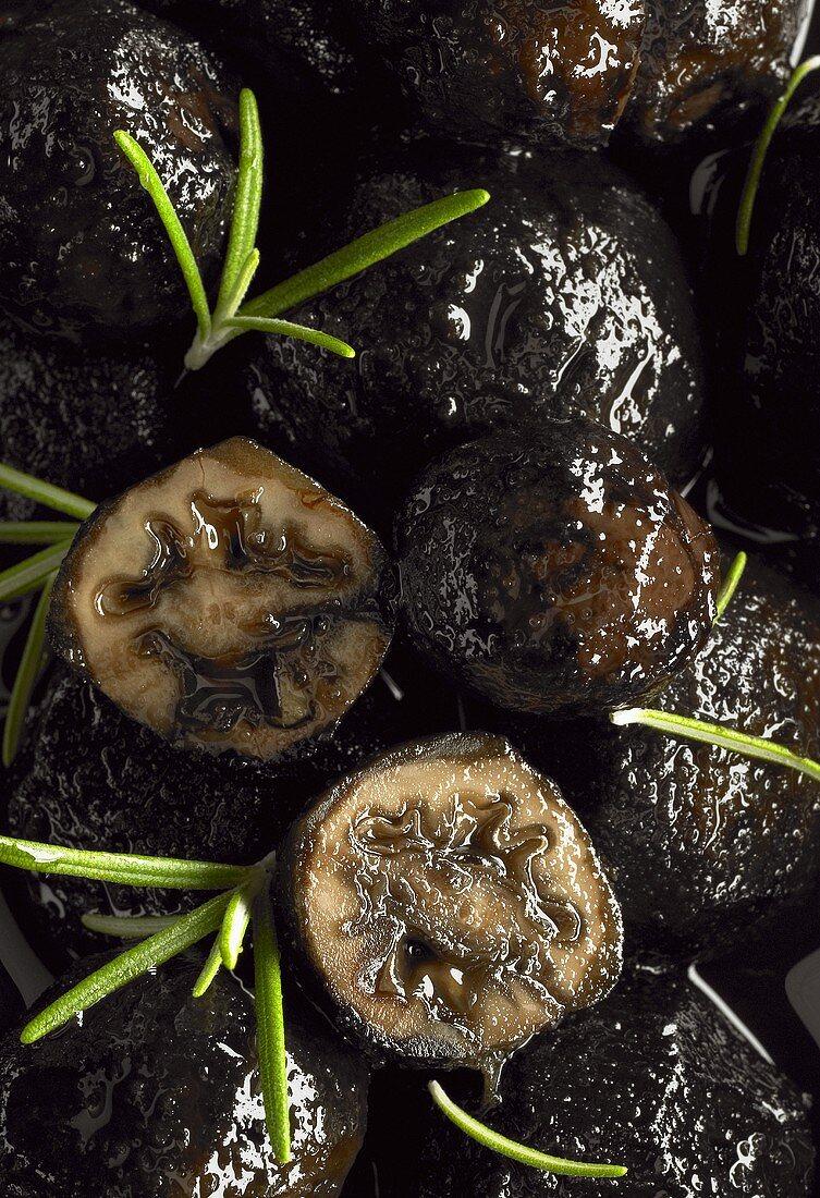 Black walnuts (unripe pickled walnuts)