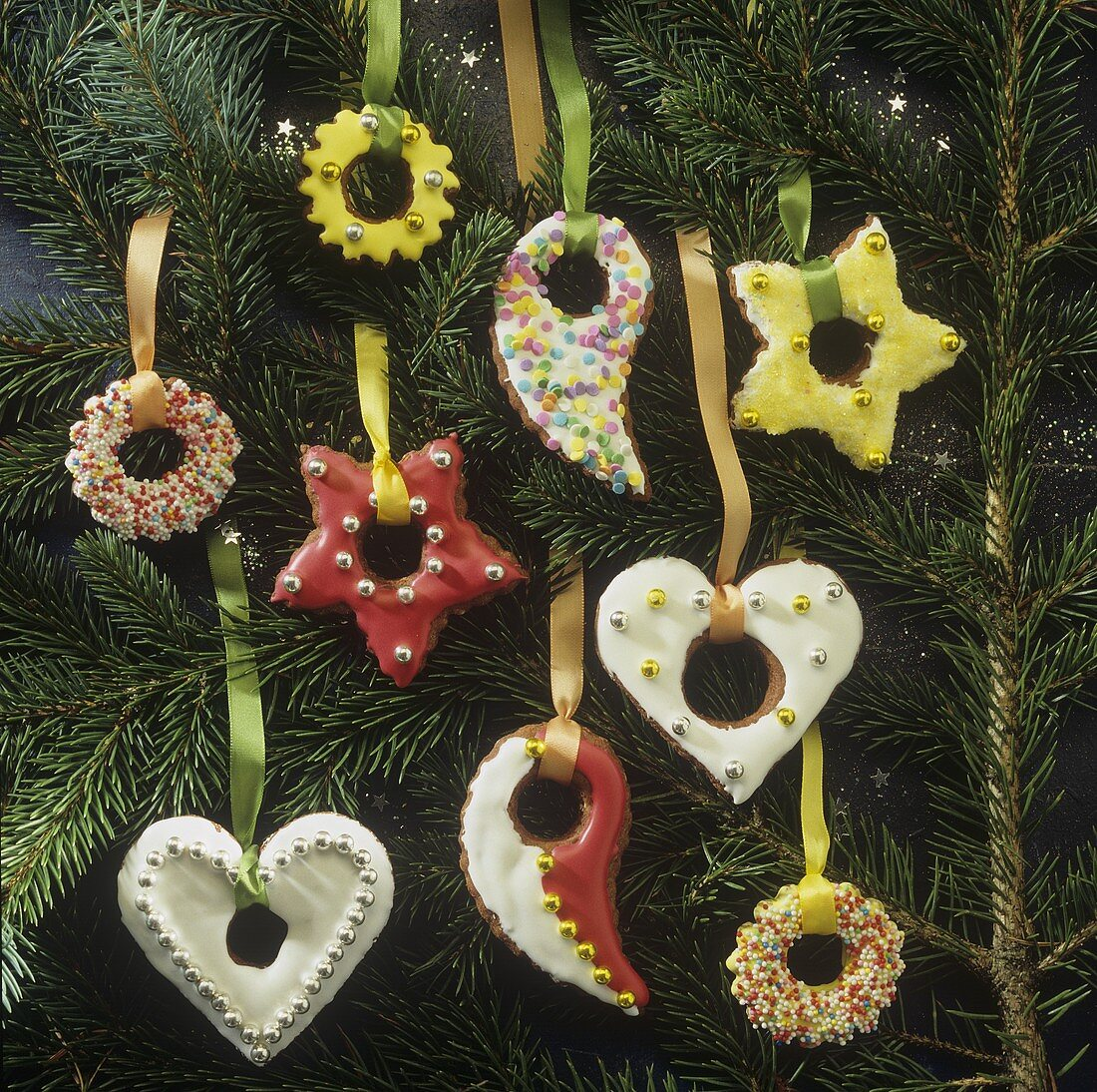 Gingerbread biscuits (to hang on the Christmas tree)