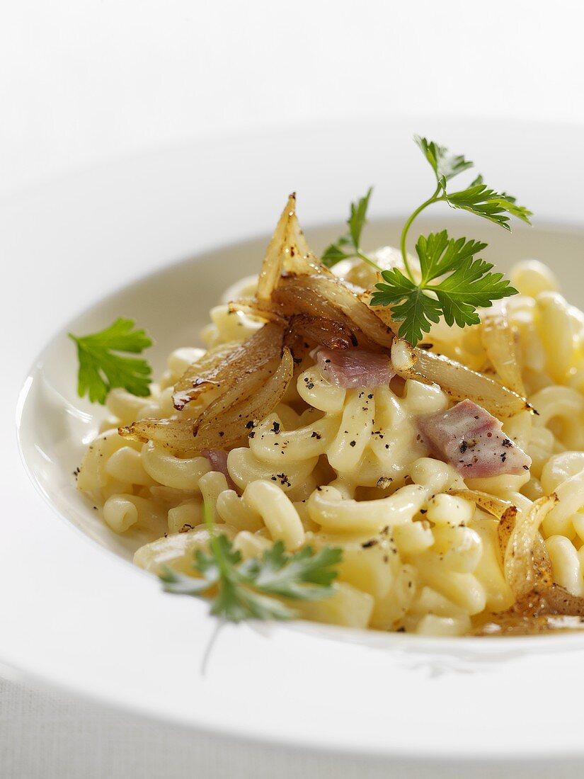Älpler Magronen (Swiss cheese and pasta dish)